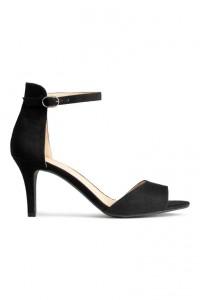 Sandale à talons noir parfait pour les fêtes
